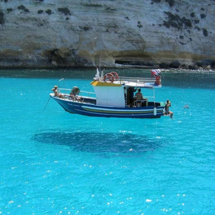 Яхта, тень от которой находится слишком далеко.