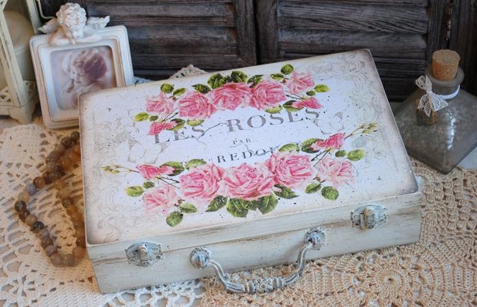 чемодан с цветочным рисунком