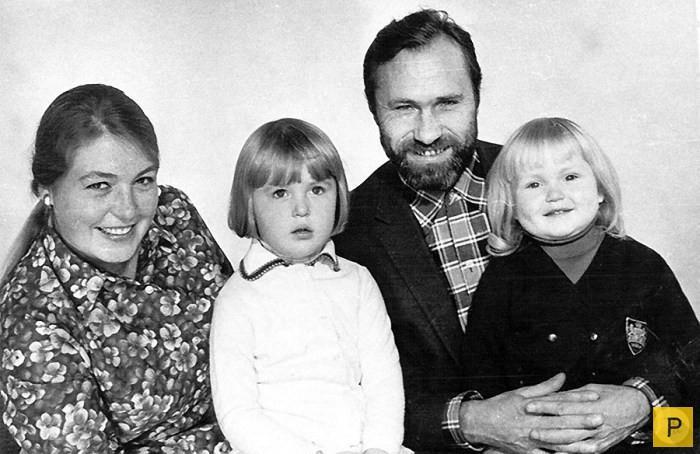 Лидия Федосеева-Шукшина и Василий Шукшин с дочерьми Машей и Олей отечественные звезды, фото