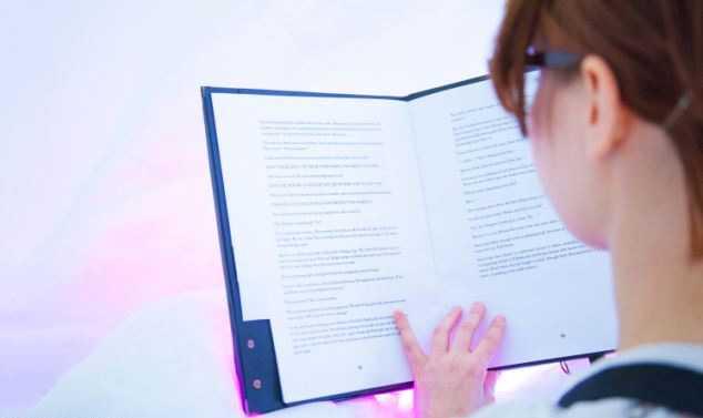 Создана книга, заставляющая читателя потеть и трястись от страха (5 фото)