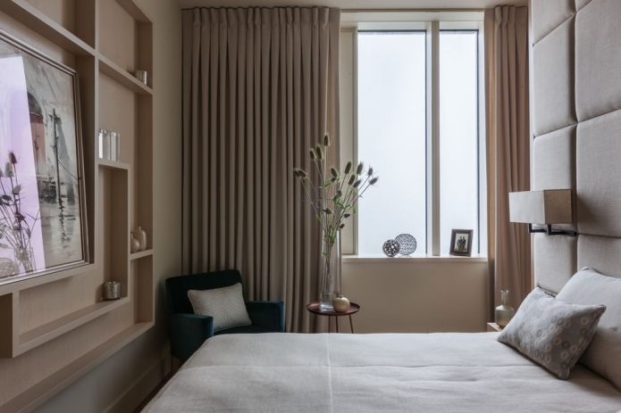 компактная спальня в бежевых тонах