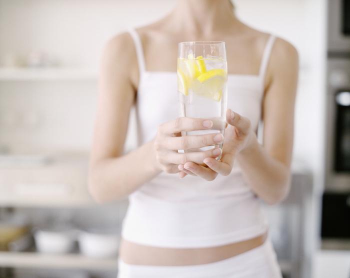 Лимонный детокс — отличное средство для оздоровления и омоложения организма. /Фото: elle.ua