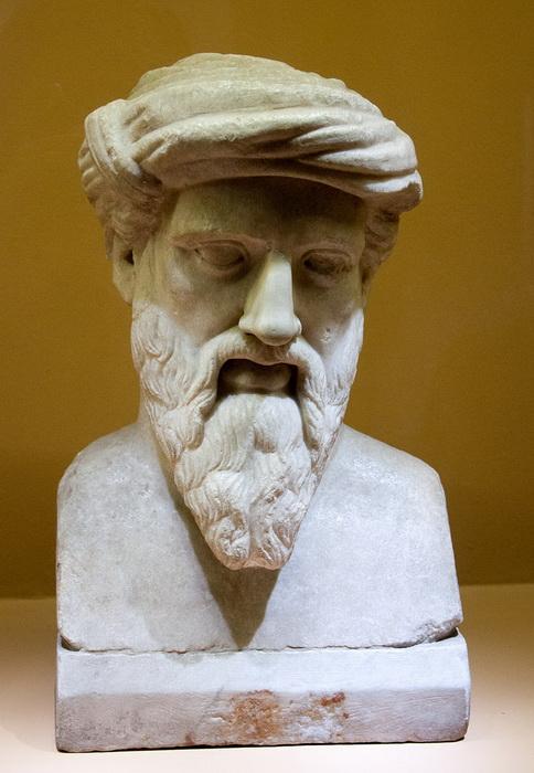 О семье и о детстве Пифагора ничего не известно