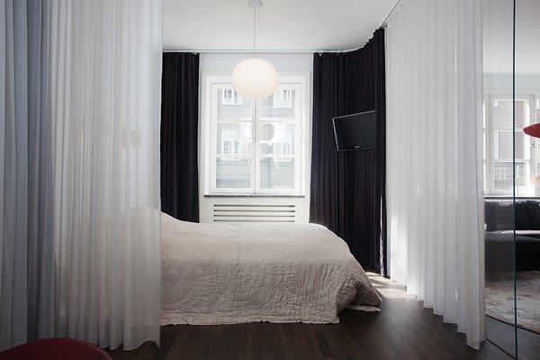 Правильно подобранные шторы способны создать эффект высоких потолков