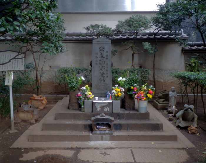 Таира но Масакадо - могила, вызывающая страх даже у властей.