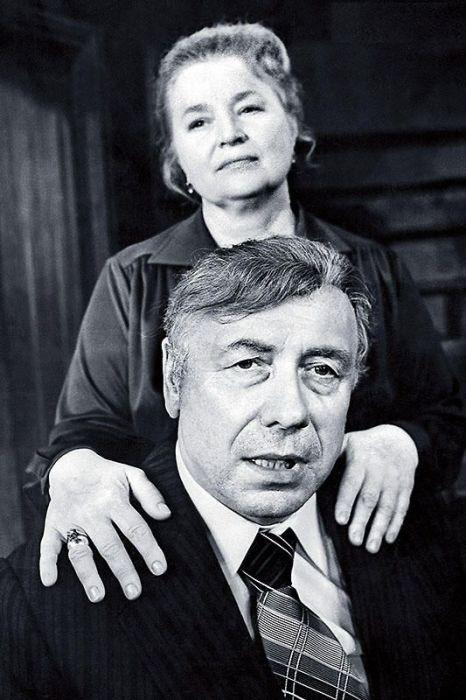 Анатолий Папанов и Надежда Каратаева. / Фото: www.7days.ru