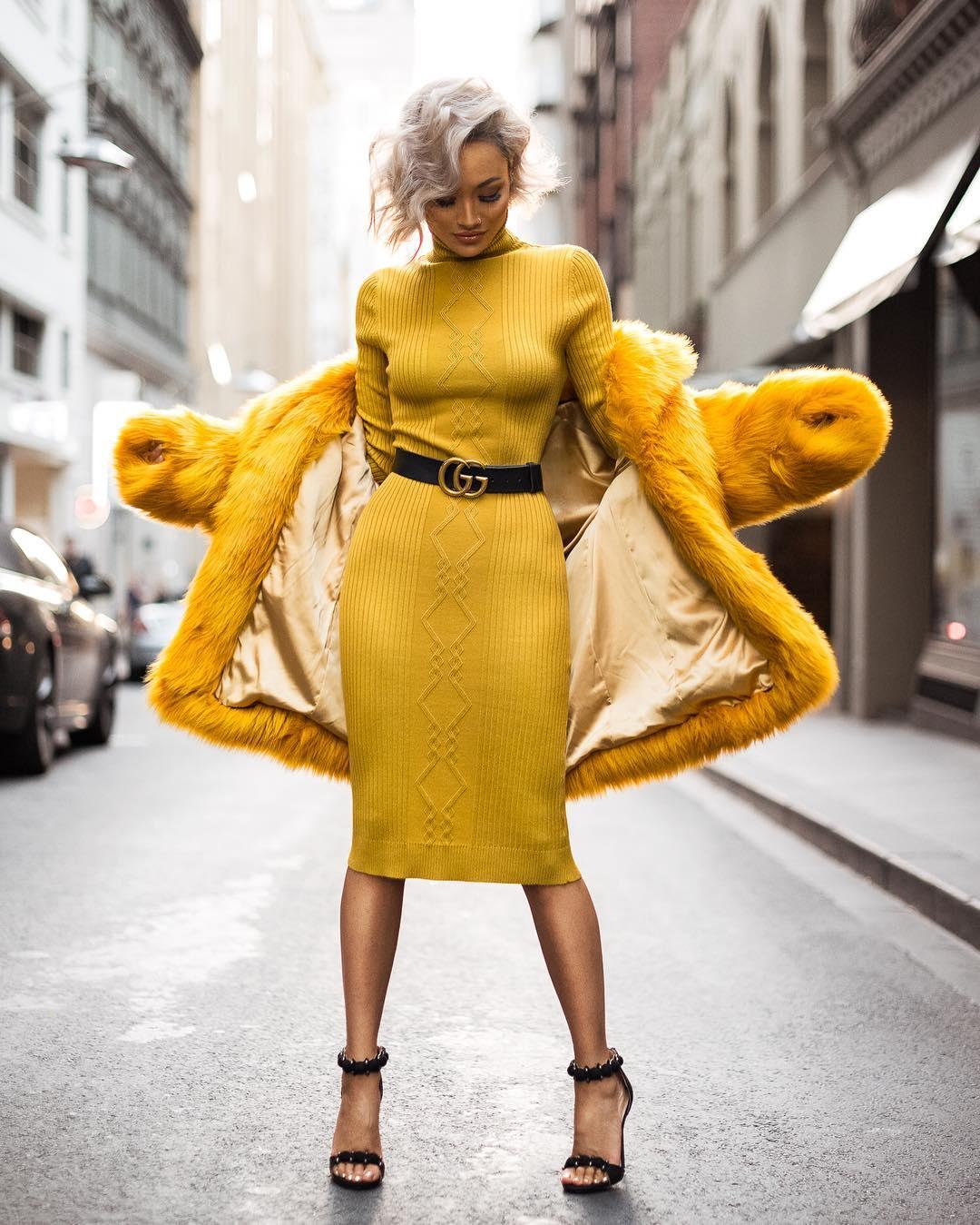 7145488a7fafc7d Еще одна модная тенденция — наличие специальной отделки подола в виде  плотной резинки, которая слегка присобирает весь подол. В вязанных моделях  это резинка ...
