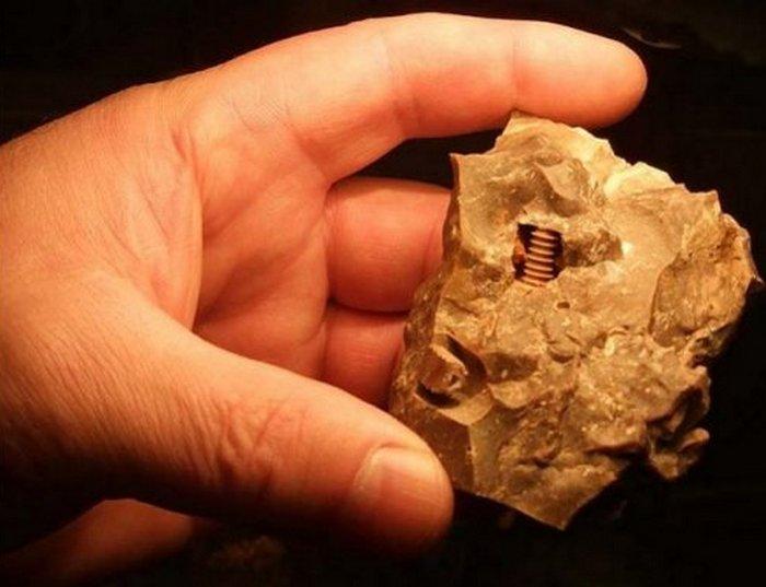 Древние металлические предметы.