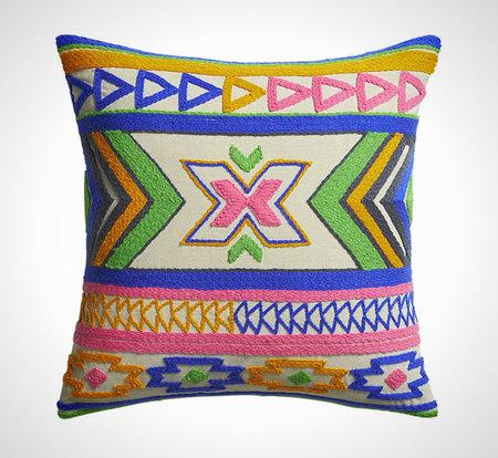 Время расслабиться в мягком кресле: парад уютных подушек фото 10