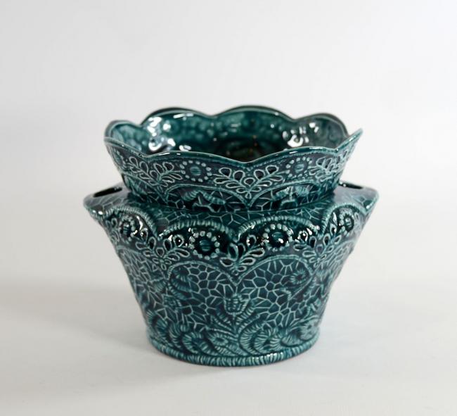 Очень нежный кружевной керамический горшочек для орхидеи в синих тонах