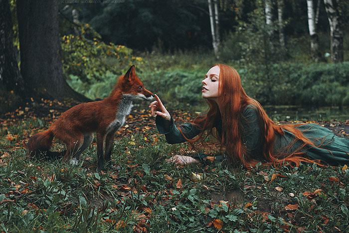 Общение с лисой. Фото: Alexandra Bochkareva.