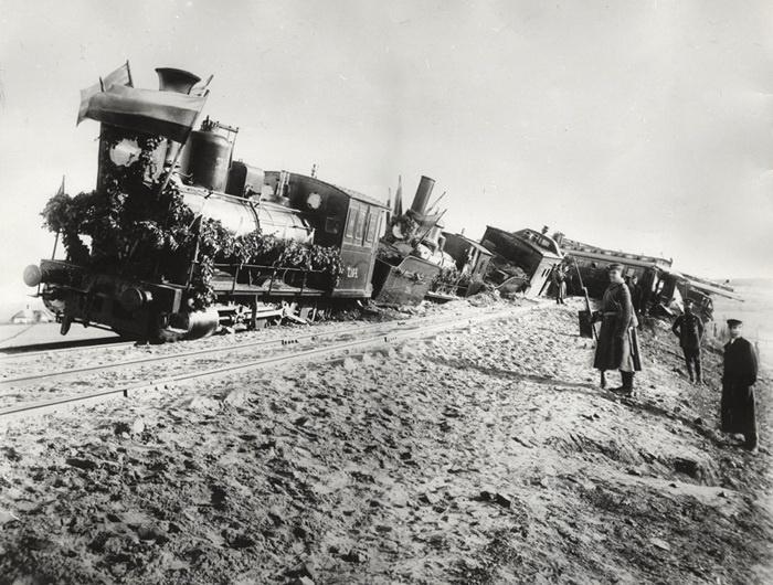 Крушение поезда с Александром III./Фото: ic.pics.livejournal.com