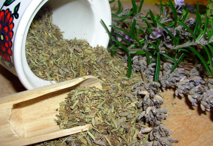 Душистая приправа с ярко выраженным вкусом.   Фото: alkogolhelp.org
