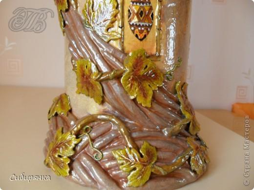 Приветствую жителей Страны Мастеров! Хочу показать вам мою поделку.  Делалась ваза долго, с большими перерывами. Высота сего сооружения 70 см. и диаметр 12см.  Материал использовала бросовый - это кусок от шпульки для линолиума, а так же  смесь гипса и безусадочной шпаклёвки,  холодный фарфор, салфетка всем известная и многими просто любимая, кракелюр на ПВА,  кракелюрная пара 753-754 для мелкого кракелюра, пара739-740 для крупного, пигмент золотой для затирки,  акриловые краски различных цветов, лак акриловый, на финиш лак паркетный.  Первые четыре фотографии, это вид со всех сторон. . Фото 9