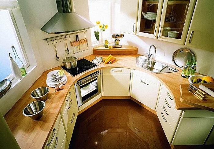 Если у вас совсем мало места на кухне, не стоит терять ни метра. Отметьте такую удобную и практичную идею для маленькой кухни.