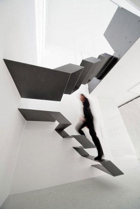 Необычная футуристическая лестница.