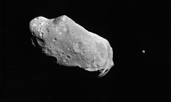 Астероид Круитни Круитни — редчайшее явление, появление которого до сих пор не могут объяснить астрономы. Это околоземный астероид, регулярно пролетающий на опасно близком расстоянии от нашей планеты. Он движется в орбитальном резонансе с Землей и, теоретически, врежется в нее через несколько миллионов лет. Размеры Круитни приведут, скорее всего, к гибели всего живого.