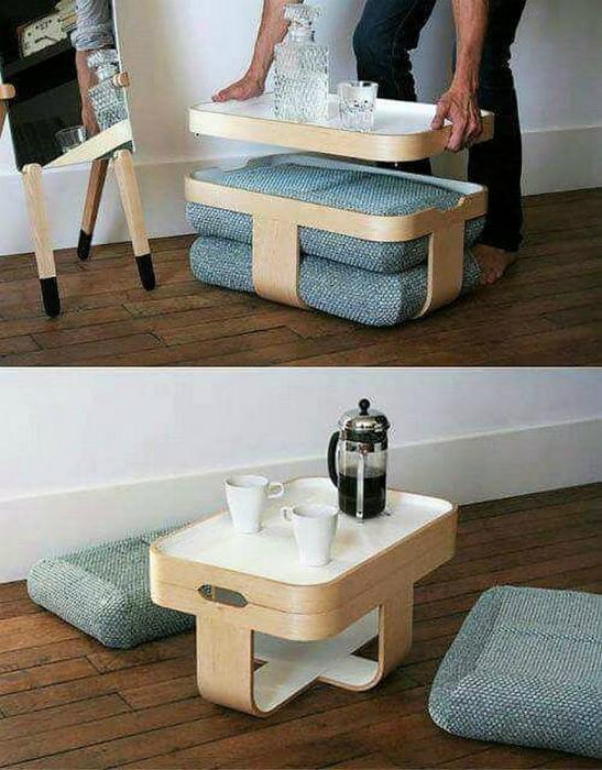 Многофункциональный столик с пуфами.