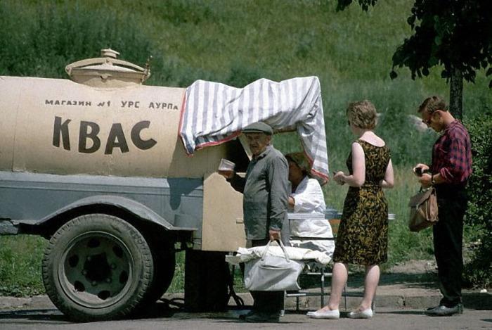 Квас популярен и сейчас, но во времена Советского Союза он был особенно вкусным. /Фото: ic.pics.livejournal.com