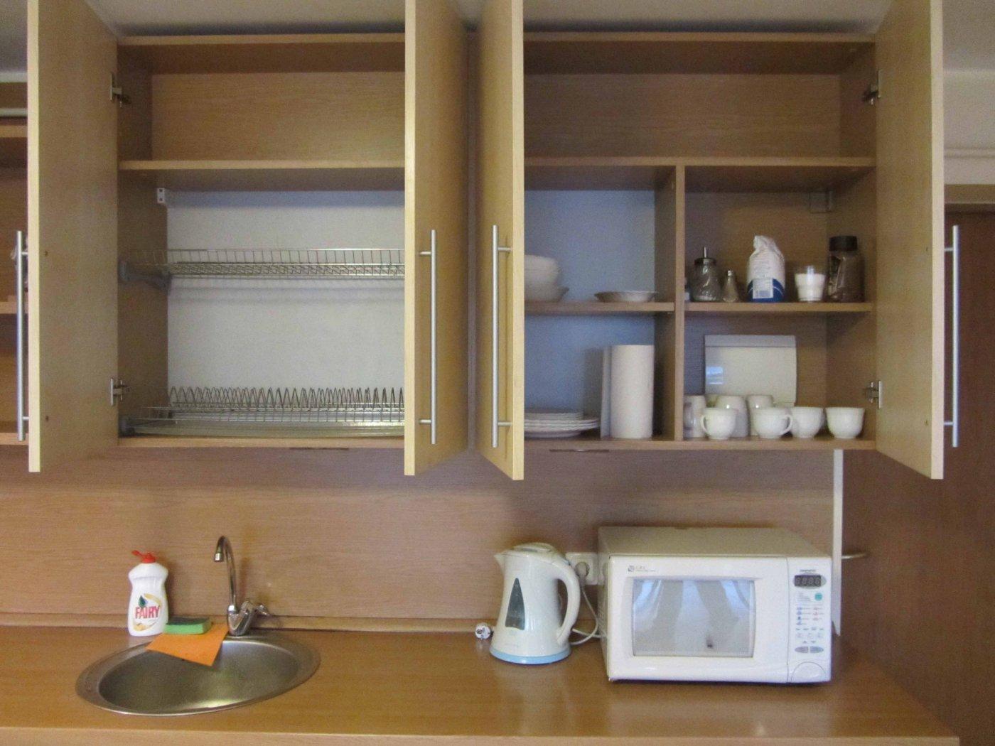 Дизайн угловой кухни 15 кв.м в квартире-студии.