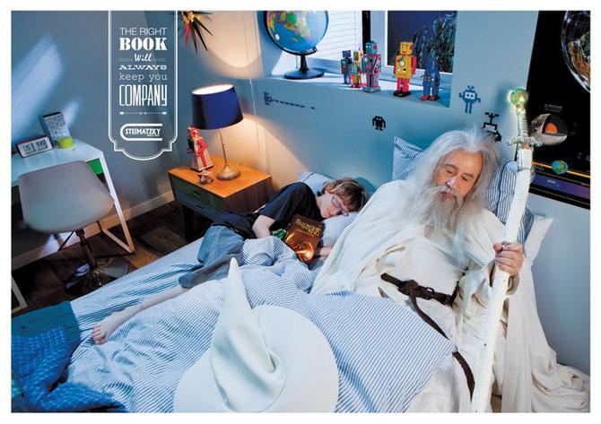 В кровати с Шерлоком Холмсом: креативная реклама от книжного магазина Steimatzky