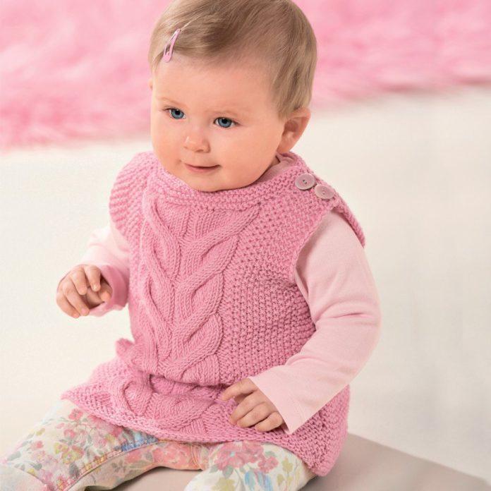 Розовый жилет для девочки спицами