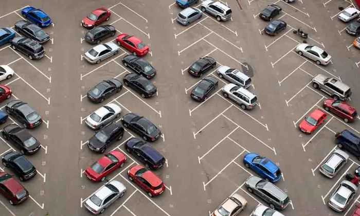 Одна криво припаркованная машина порождает цепную реакцию| Фото: office-cambodia.com