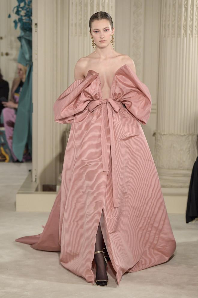 От фуксии до пыльной розы — 9 розовых платьев, которые нас покорили (фото 15)