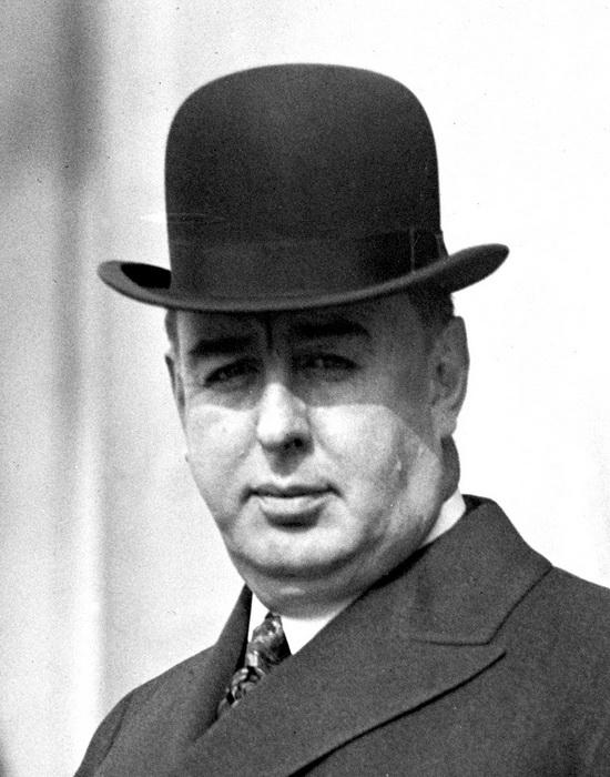 Уильям Хейл Томпсон, мэр Чикаго, пользовался финансовой поддержкой Капоне