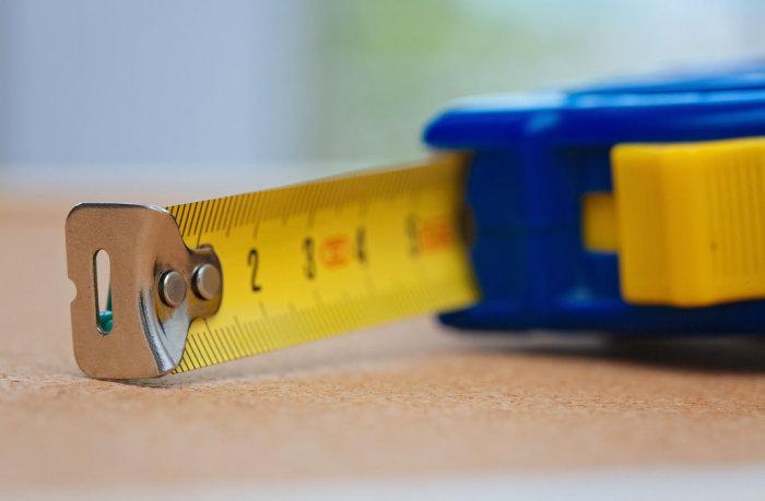 Отверстие в рулетке — практичное и простое приспособление. /Фото: originol.com