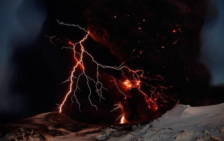 лик дьявола на вулкане в исландии термобелье Nord City