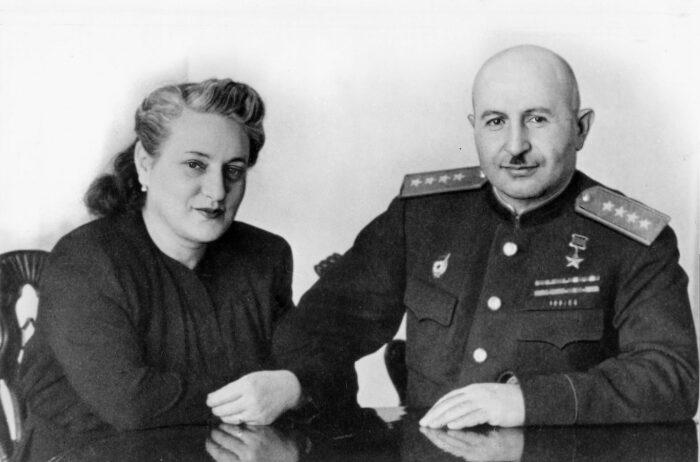 Баграмян с супругой. /Фото: spouses-of-commanders.mil.ru