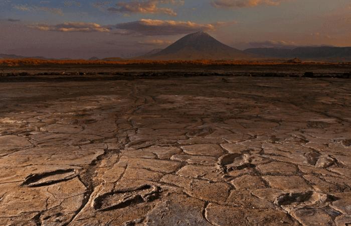 Загадочные следы стоп: отпечатки близ горы Бога.