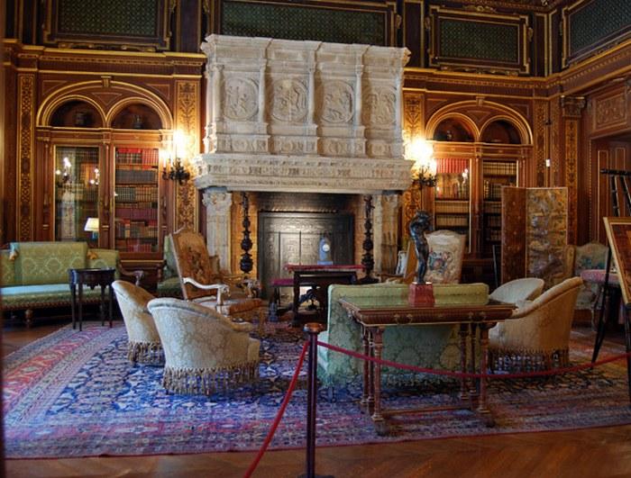 Кресла с призраками замка Белкорт.
