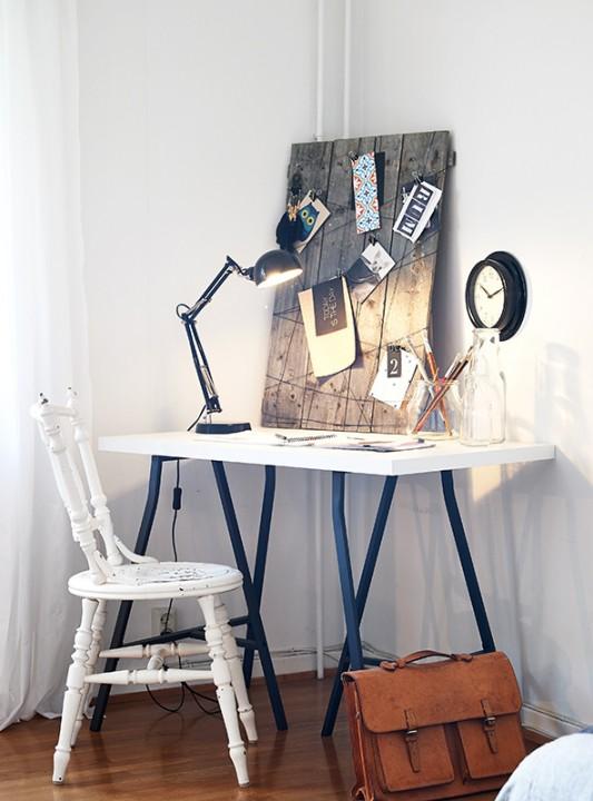 Для небольшого стола лучше приобрести миниатюрную лампу
