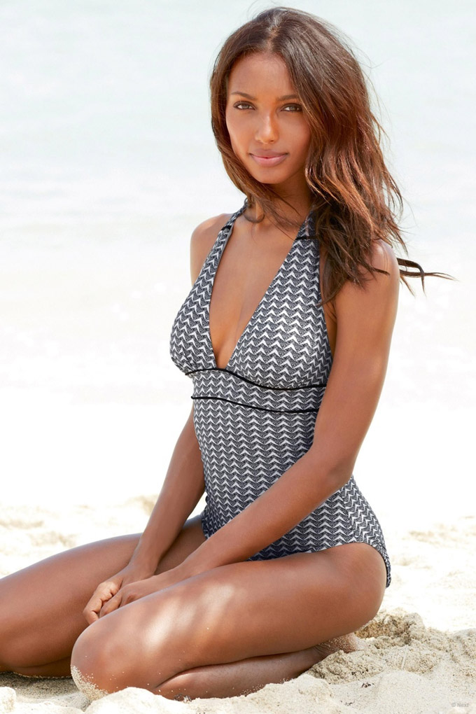 jasmine-tookes-beach-shoot-next11.jpg