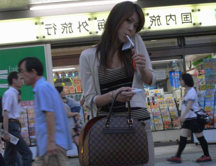 Курение в общественных местах в Японии.