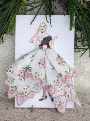 Винтажные открытки с дамами в юбках из платков, дом
