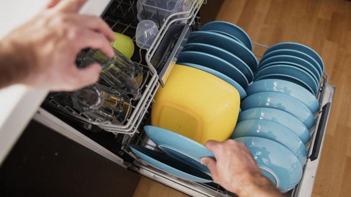 Использование уксуса в посудомоечной машине приведет к поломкам.