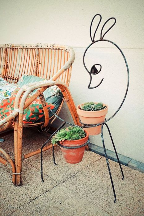 Оригинальная напольная кованая подставка для цветов ручной работы в форме олененка.
