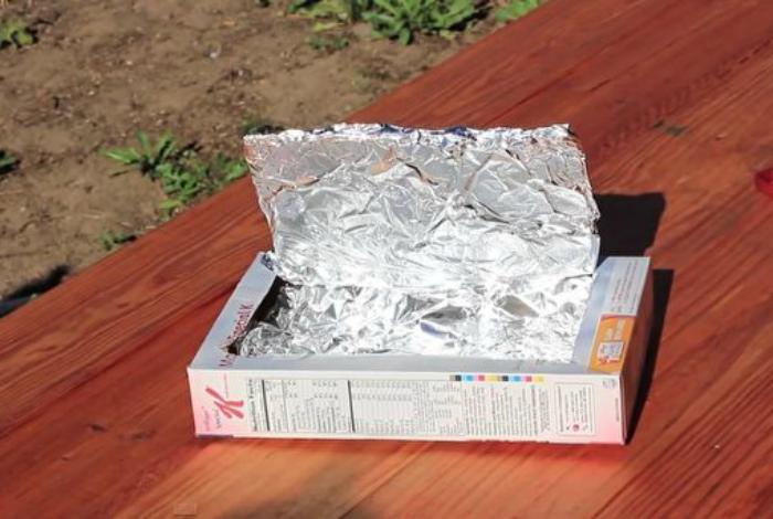 Микроволновка из коробки и фольги.