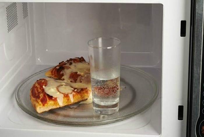 Реанимировать засохшую пиццу.