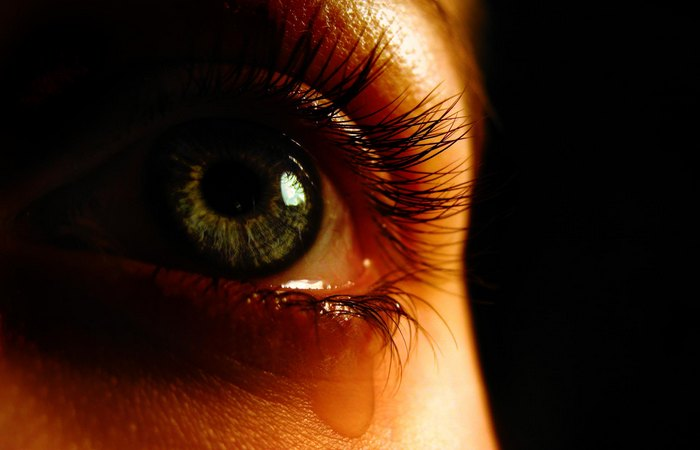 Слезы - это притупление физической боли.