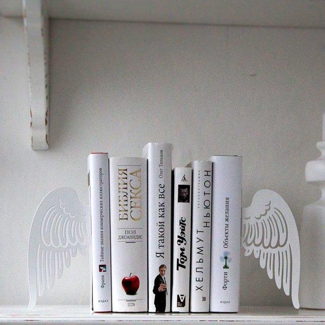 Креатив на книжной полке