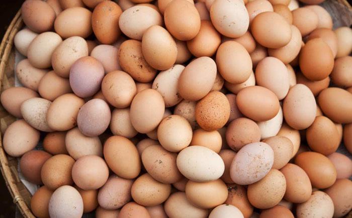 Яйца, опасные и для кащея. <br> <p> Яйца, опасные и для Кащея.</noindex></center><br> <br> Сальмонелла – вот что грозит каждому, кто есть сырые яйца. Медики советуют сразу после магазина ставить яйца в холодильник, а употреблять их в пищу только сваренными вкрутую.<br> <br> <h2>10. Сырое тесто</h2><p><center><noindex>[img src=