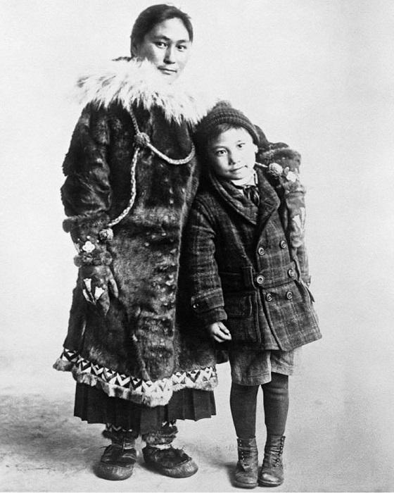 Ада Блэкджек с сыном Беннетом.