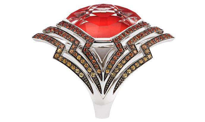 Кольцо Lady Stardust, белое золото, коралл, кварц, сапфиры, Stephen Webster, цена по запросу.