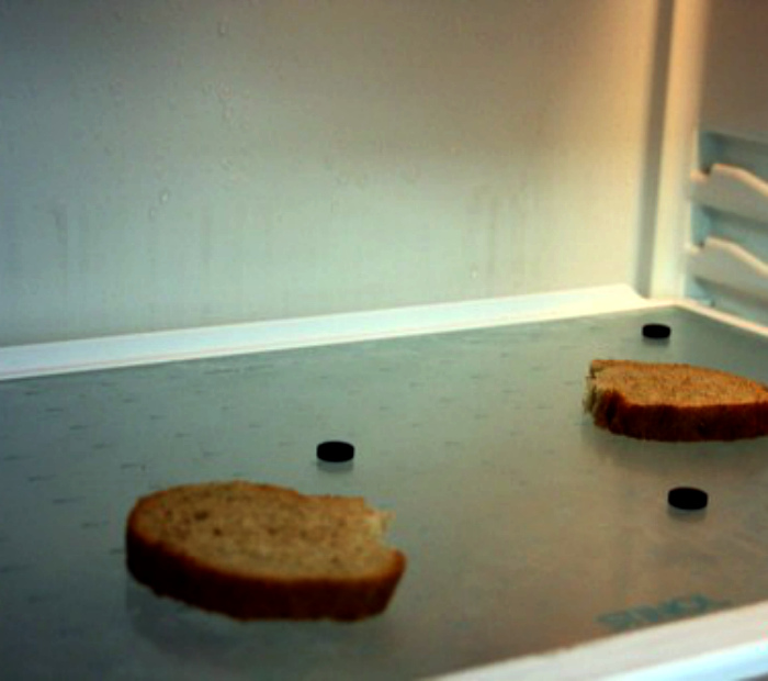 Устранение запахов в холодильнике.