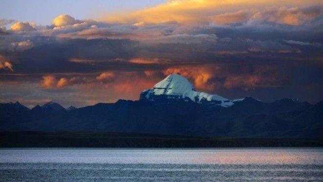 Вид на Кайлас с озера Манасаровар Фото wwwkudatotamru