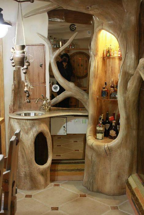 Даже кухонный гарнитур можно изготовить из цельного дерева.